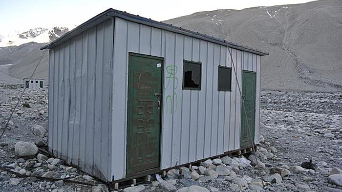 everest-base-camp-toilet
